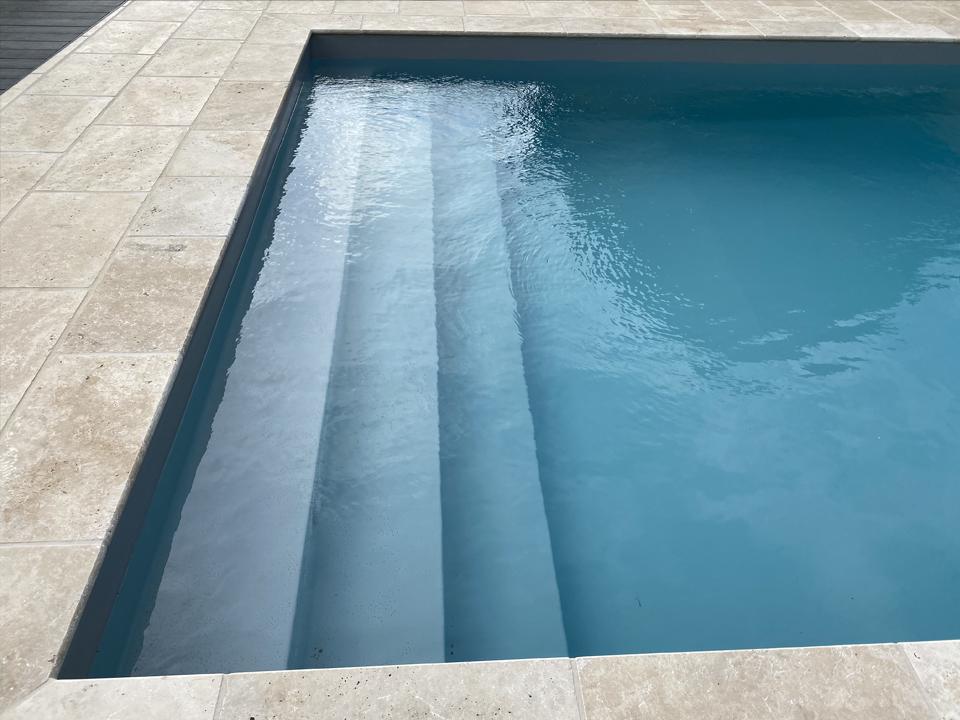 Escalier piscine toute largeur
